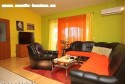 Iznajmljujem apartman  udaljen od mora 500m u centru mjesta, u blizini trgovine, ambulanta sportski, tereni, marina, restorani, kafici