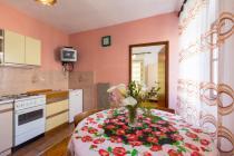 Apartmani Vodarić posjeduju 2 Apartmana :   App Lara za 2 osobe , i App Danijela za 4+1 osobu