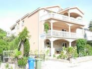 Apartman Ane, naša ponuda učinit će Vaš odmor nezaboravnom uživancijom u pravom mediteranskom ugođaju. - prizemlje