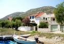 Viganj svojim gostima nudi intimni obiteljski ali i aktivan sportski odmor.blizinu atraktivnih destinacija kao što su Korčula, Mljet, Dubrovnik,Mostar