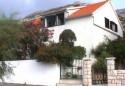 U Vignju,biseru pelješke rivijere,poznatom centru windsurfing sporta,nudi se smještaj u 3 apartmana u razdoblju od 1.6.do 30.9.